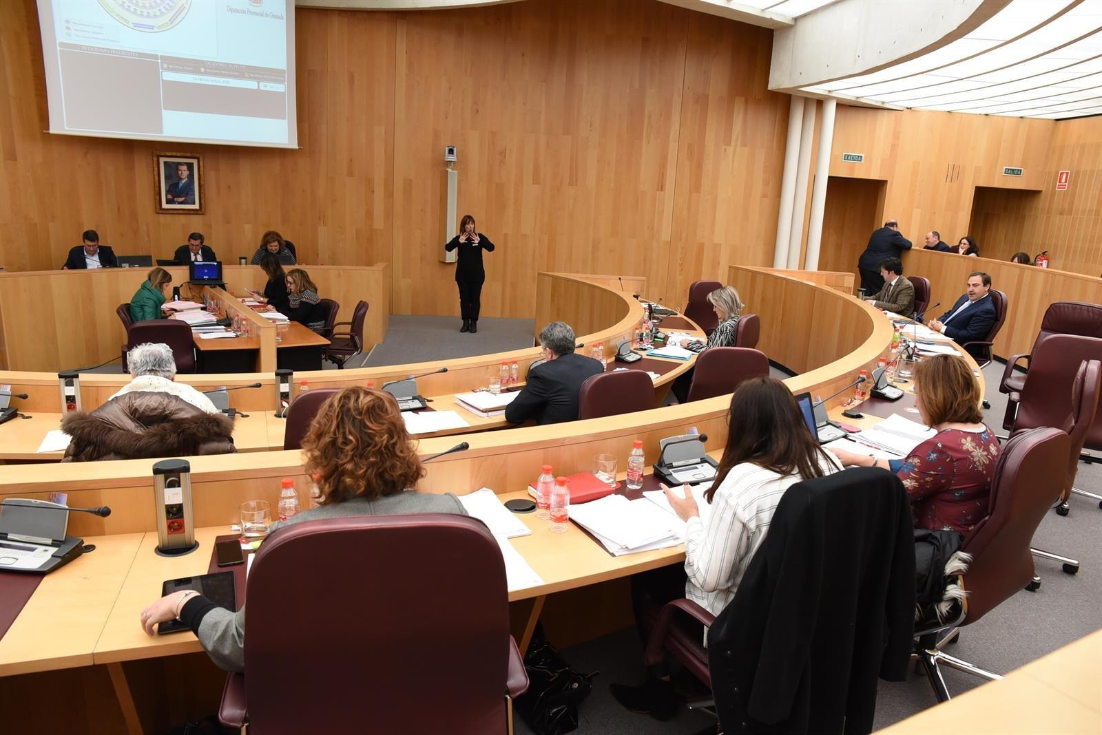 Diputación aprueba una moción contra la supresión de servicios en las oficinas liquidadoras de la Junta