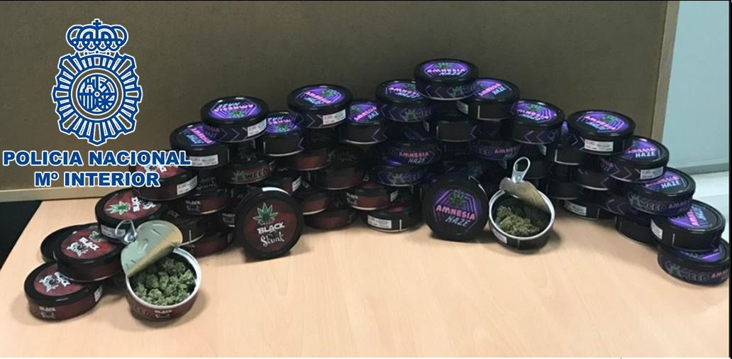 Dos detenidos cuando transportaban más de 50 latas de conserva con marihuana dentro