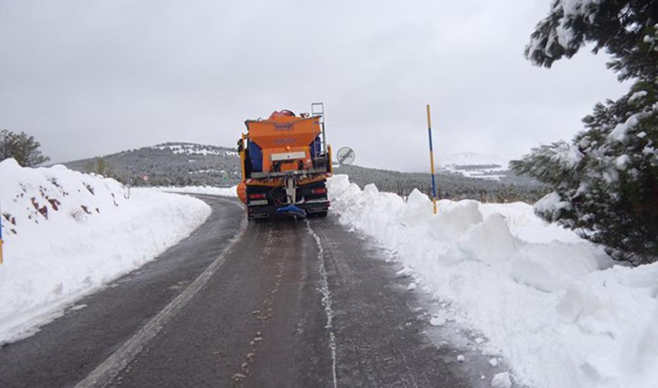 Cortada al tráfico por nieve la A-395 pasado el acceso a Sierra Nevada