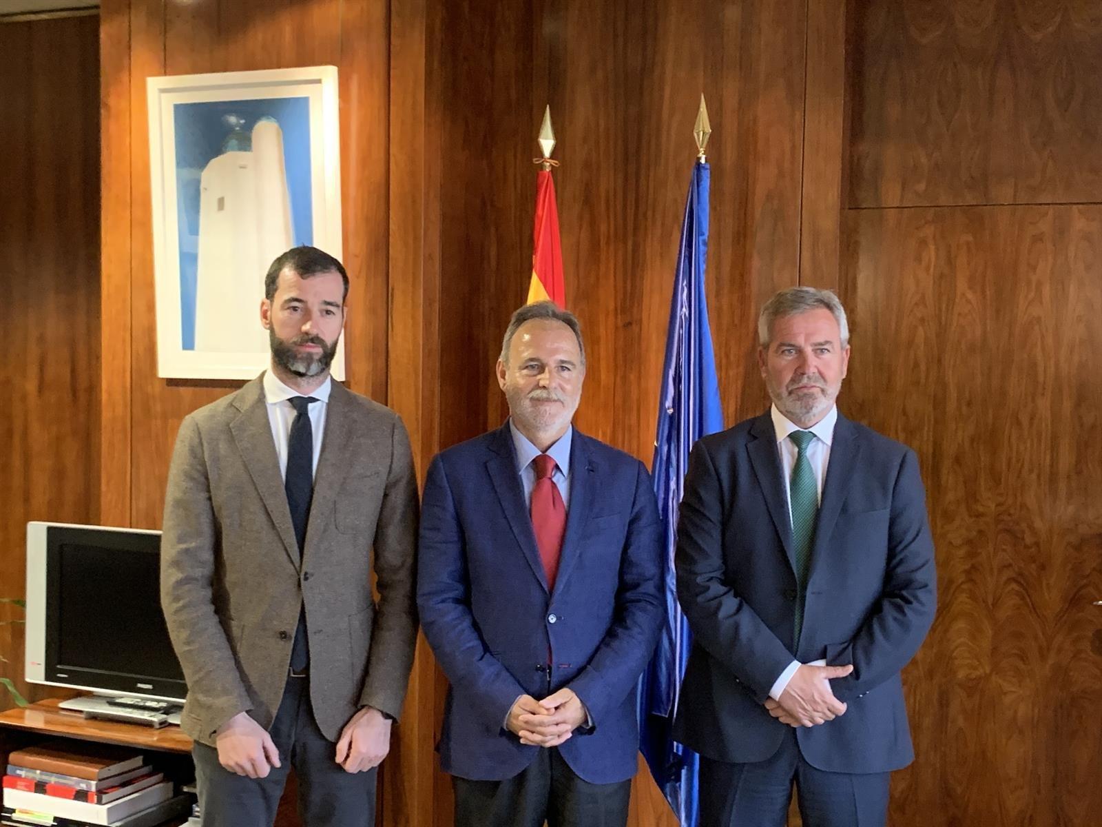 Responsables marítimos analizan la situación de la línea a Melilla