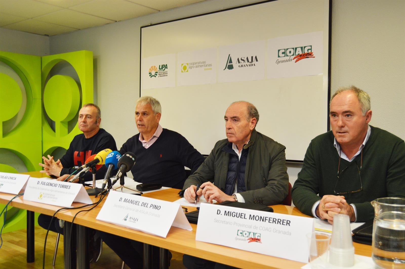 Agricultores y ganaderos se manifiestan en defensa de una «renta digna»