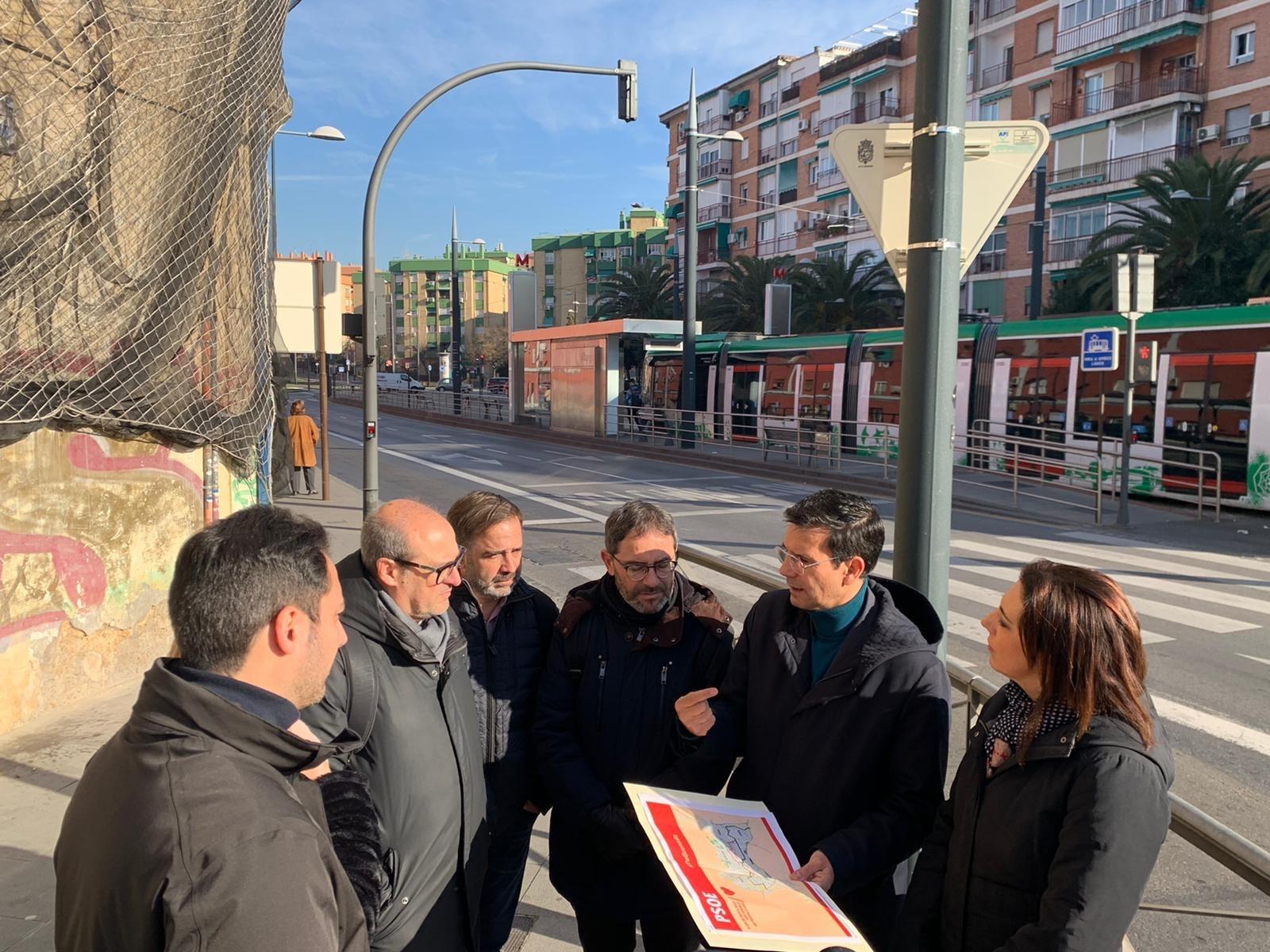 El PSOE exige unir la Chana y el Genil con un metro por el centro