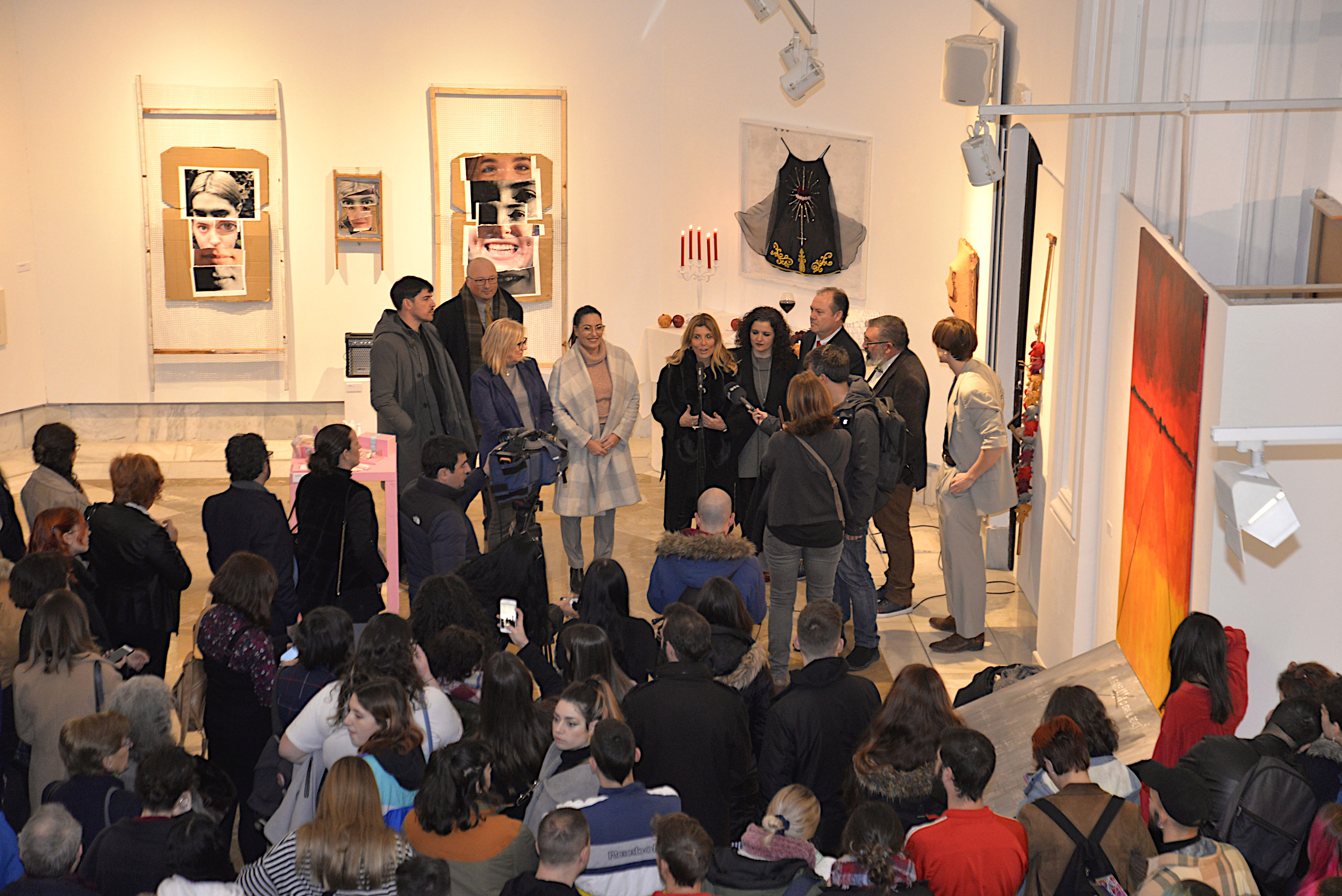 El Ayuntamiento cede espacios para que los estudiantes de bellas artes expongan sus trabajos