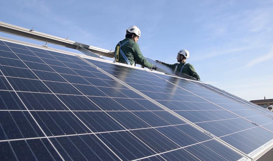 Cájar fomenta el autoconsumo eléctrico con placas solares