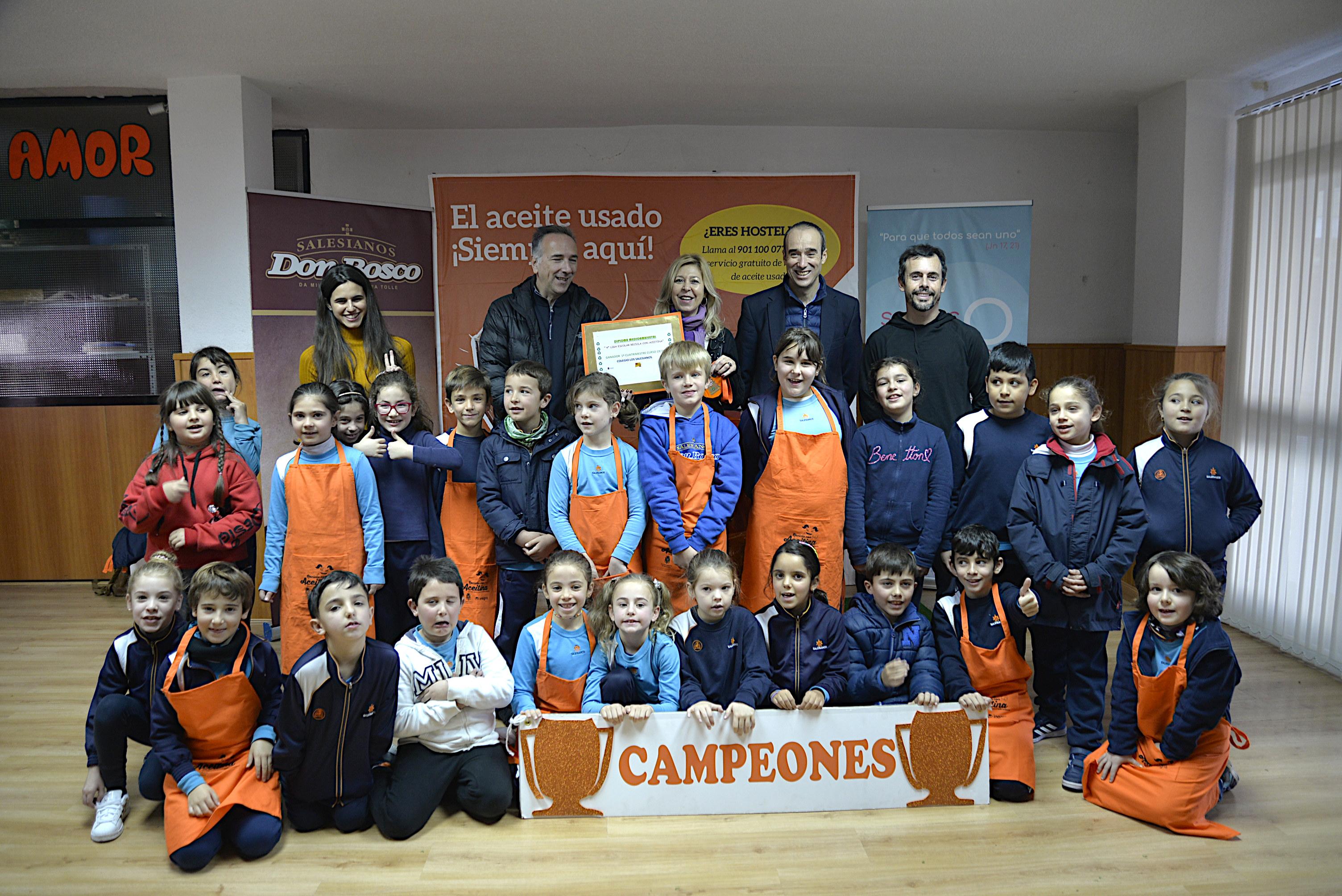 El Colegio Salesiano recopila 235 kilos de aceite para su reciclaje