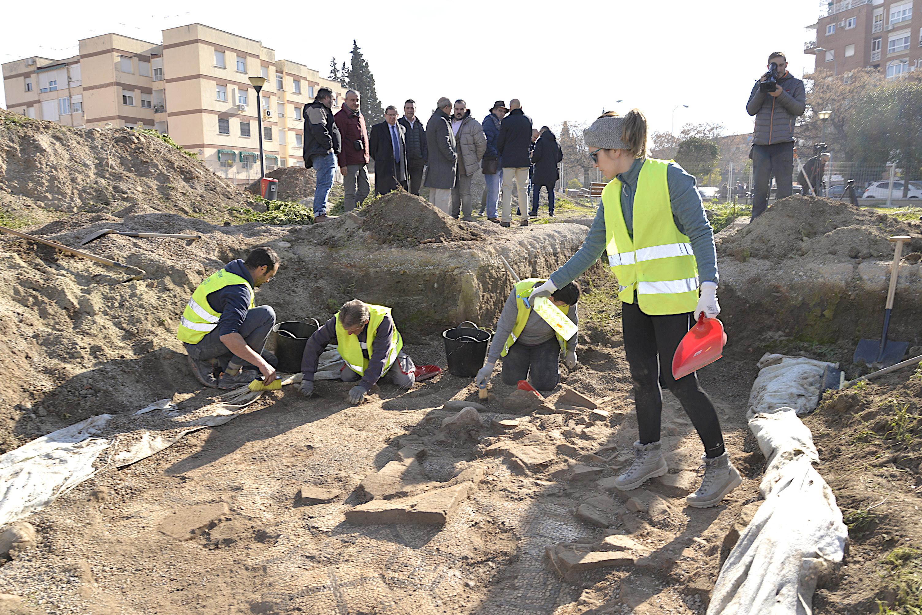 El Ayuntamiento presenta las segunda fase de las excavaciones arqueológicas en la plaza Poeta Rafael Guillén