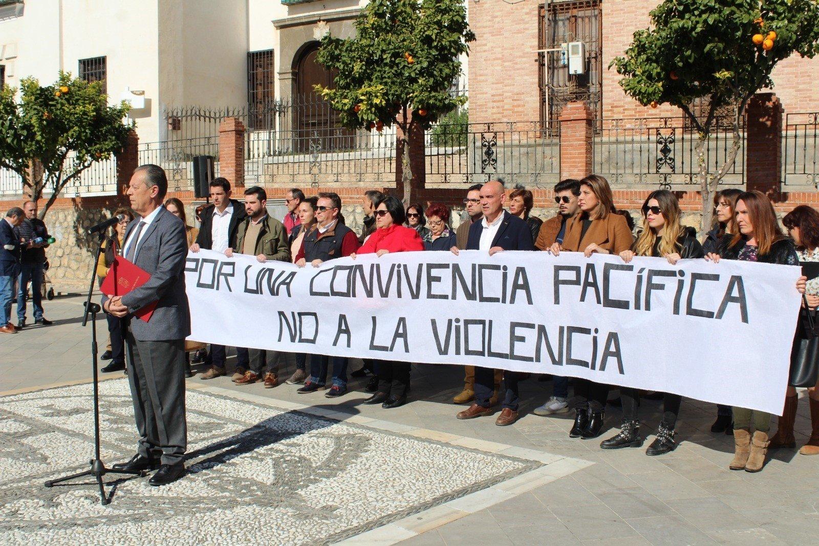 Pinos Puente se concentra para rechazar la violencia