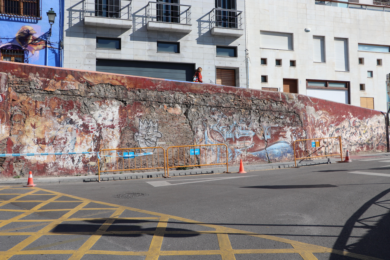 IU solicita al ayuntamiento el arreglo del muro de la Cuesta Escoriaza