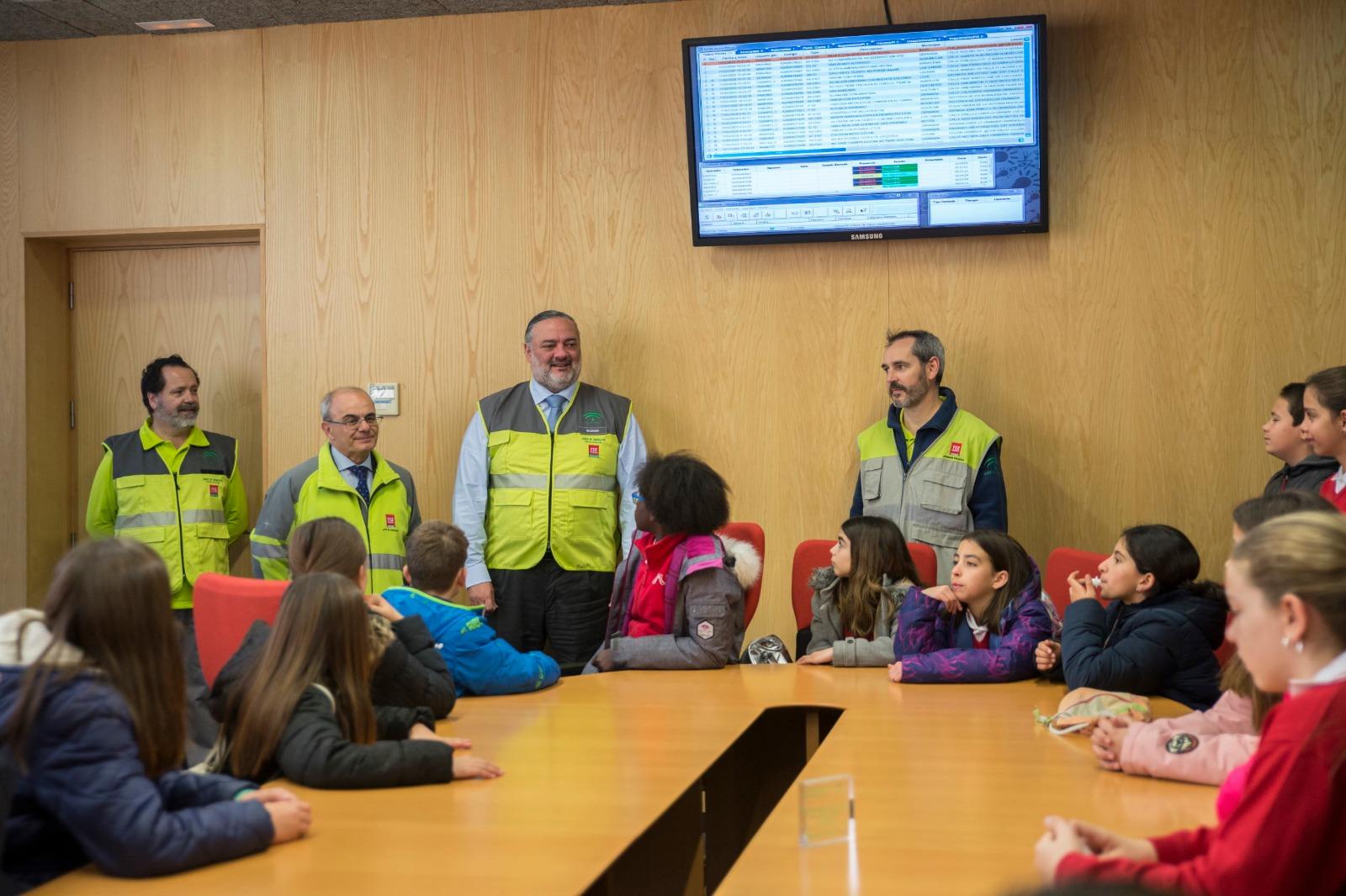 150 escolares visitan el Centro de Emergencias en el Día Europeo del 112