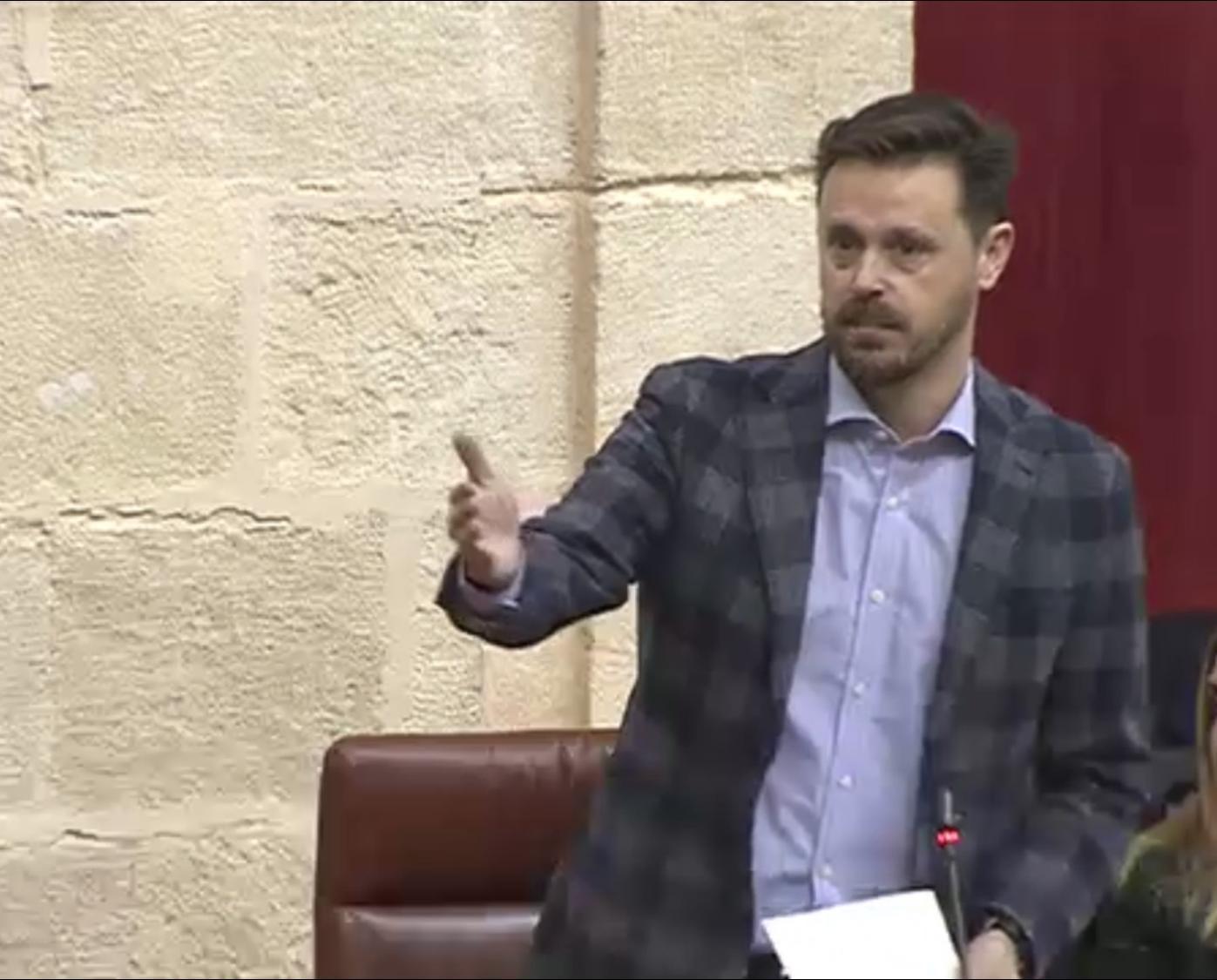 """El PSOE denuncia la """"inoperancia"""" de la Junta por el corte """"récord"""" de la A-92, tras los efectos del temporal"""