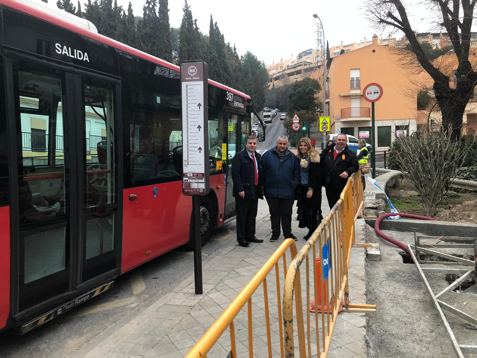 El Ayuntamiento instala una marquesina de autobús en la Carretera de Murcia