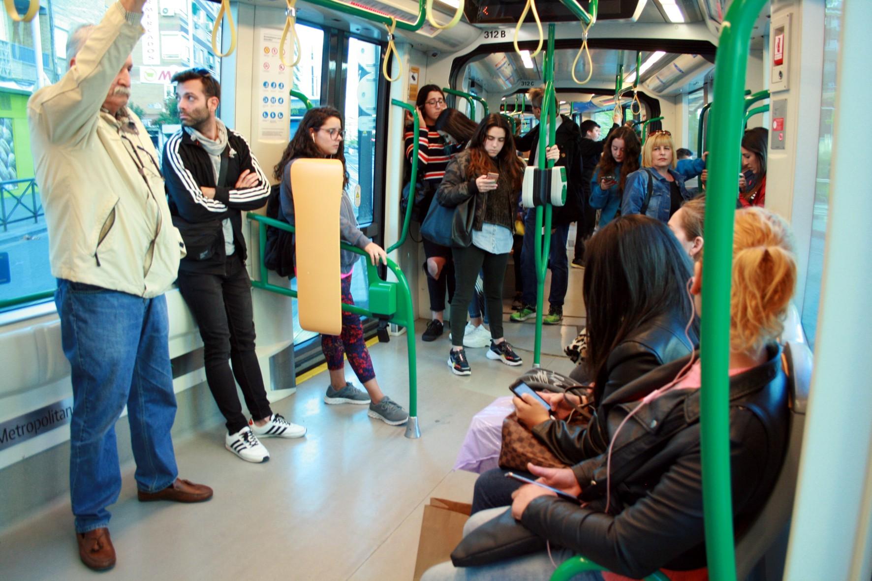 El metro reduce su frecuencia de paso y experimenta un 89% menos de demanda con respecto a 2019