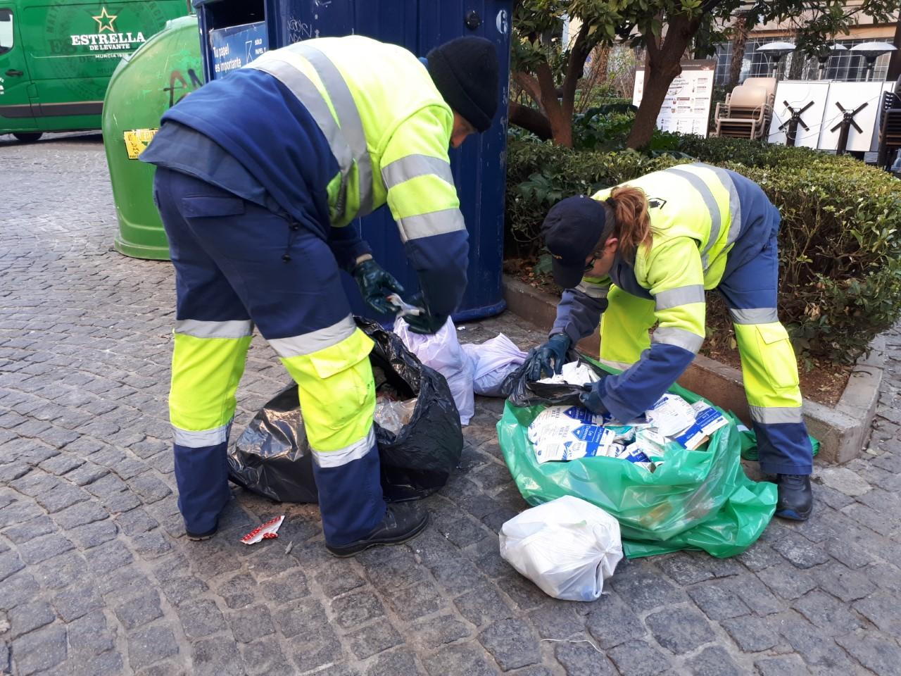 Trasladado al hospital tras caer desde el interior de un contenedor durante el vaciado de residuos