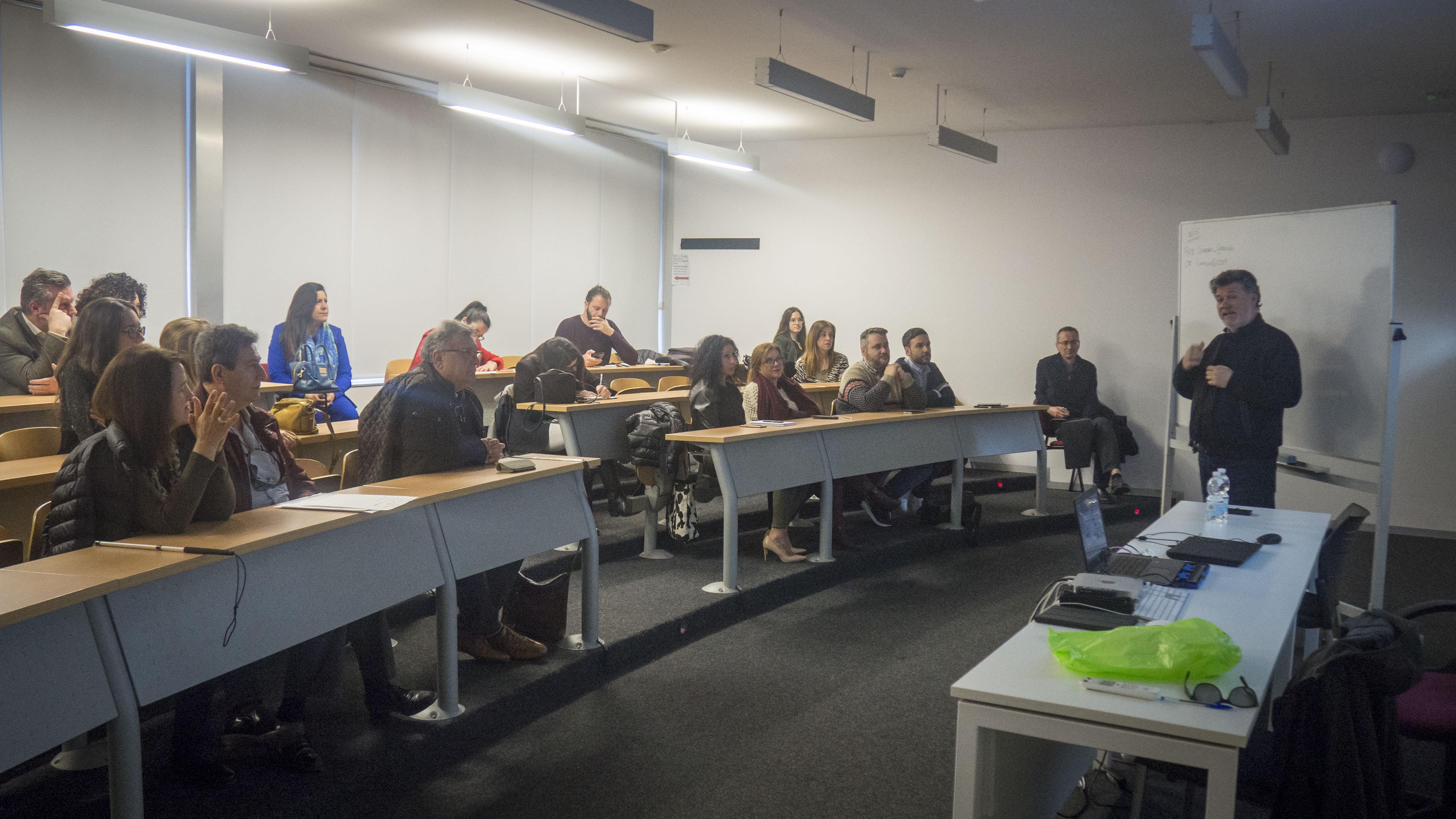 El Ayuntamiento de Granada mantendrá sus talleres para mayores e infancia al 100 % durante el curso 2020-21