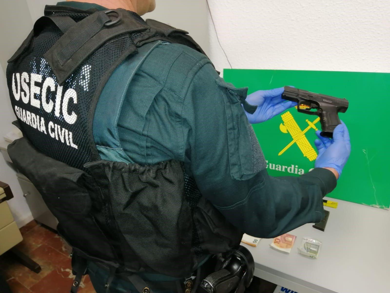 Dos detenidos por portar armas de fuego sin permiso