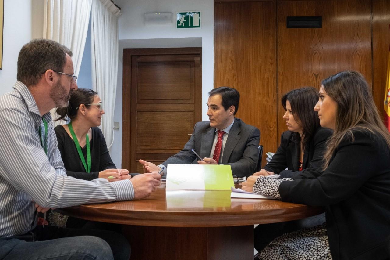 El portavoz del PP en el Parlamento mantiene que la EASP permanecerá en Granada