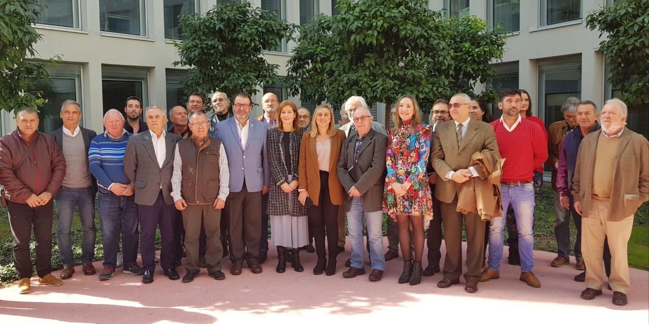 Marifrán Carazo defiende el decreto ley de viviendas irregulares junto a las asociaciones