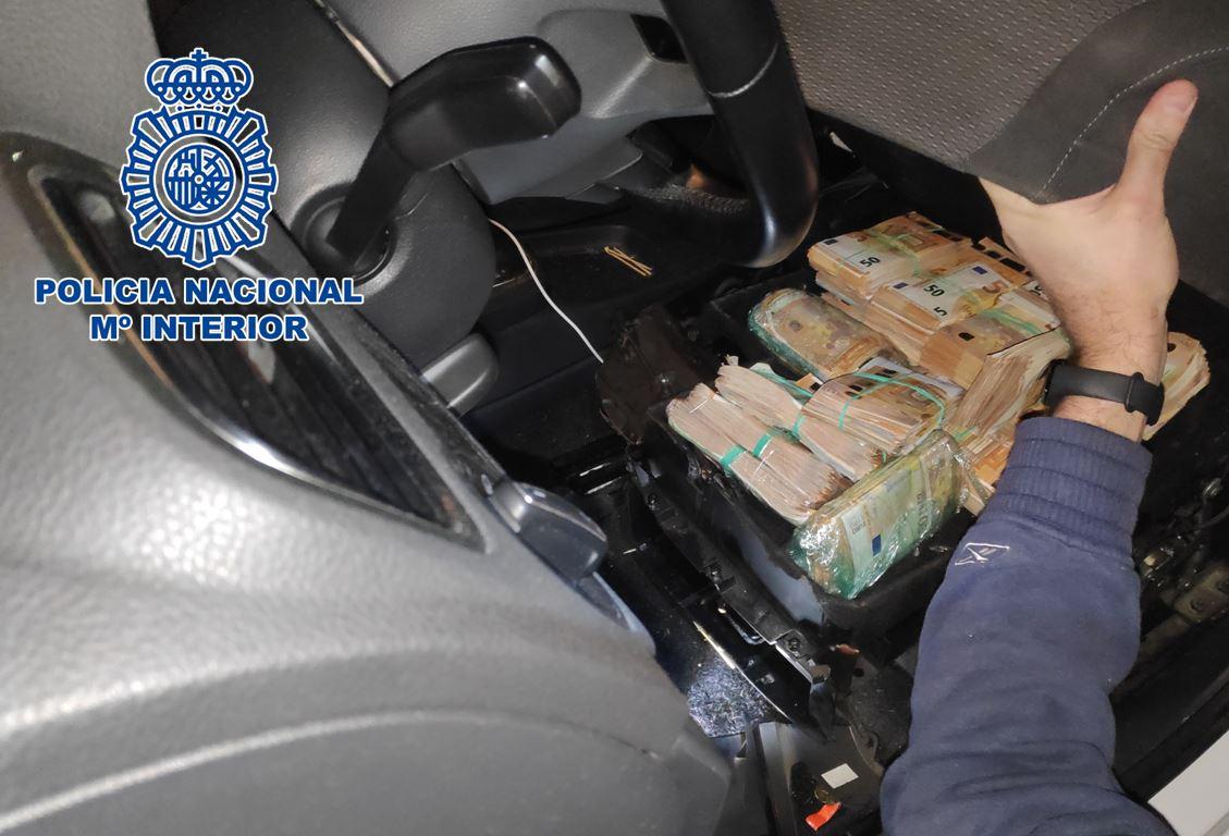 Intervenidos 101 gramos de cocaína y 394.750 euros en una operación contra el tráfico de drogas y el blanqueo de capitales