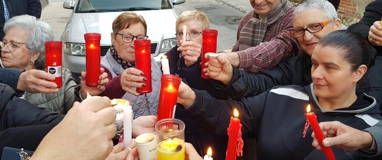 Una manifestación en apoyo de una anciana que no pudo recibir teleasistencia por un corte de luz