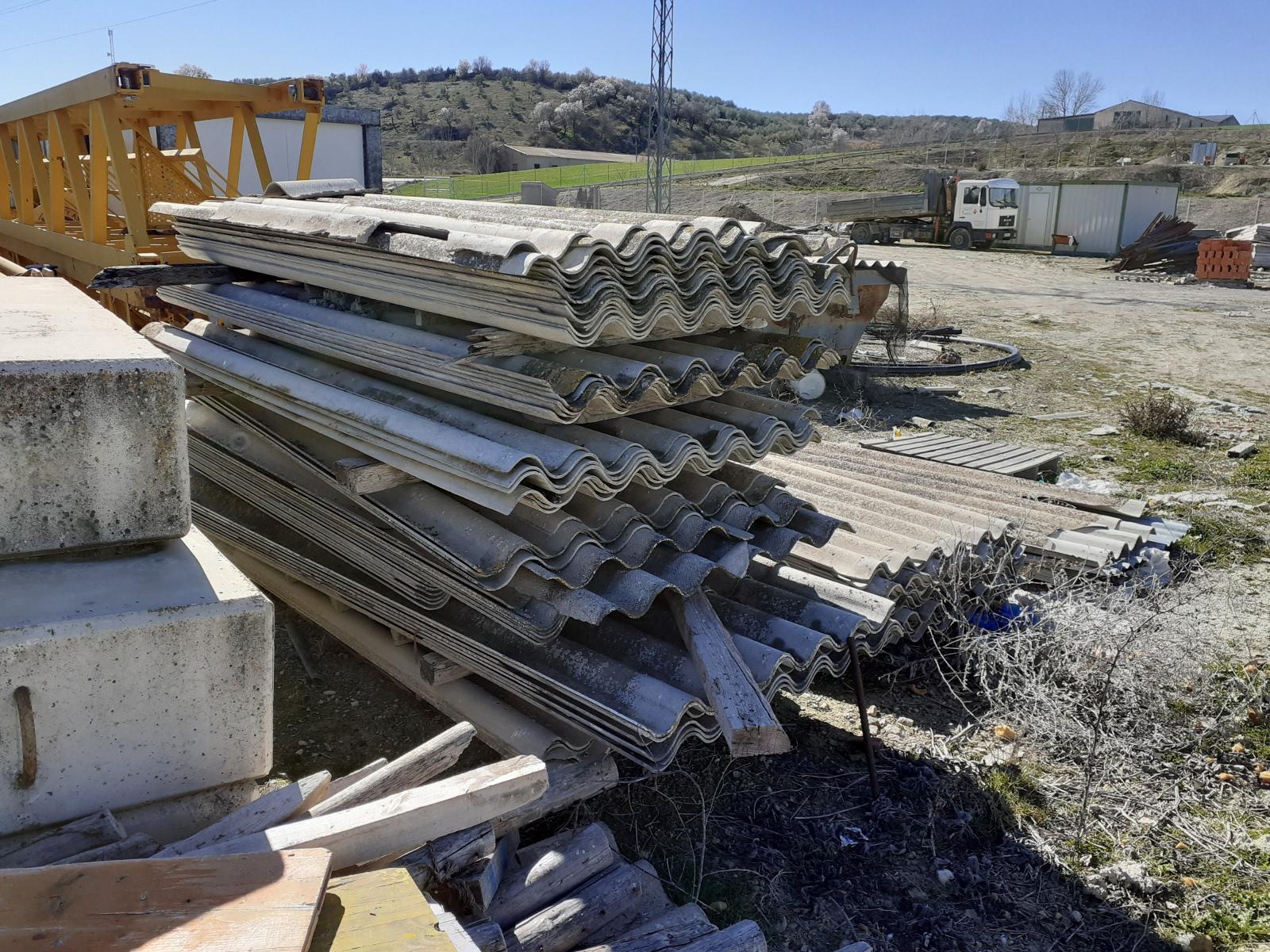 La Policía Autonómica detecta una acumulación de residuos tóxicos por planchas de Uralita en numerosos municipios de Granada