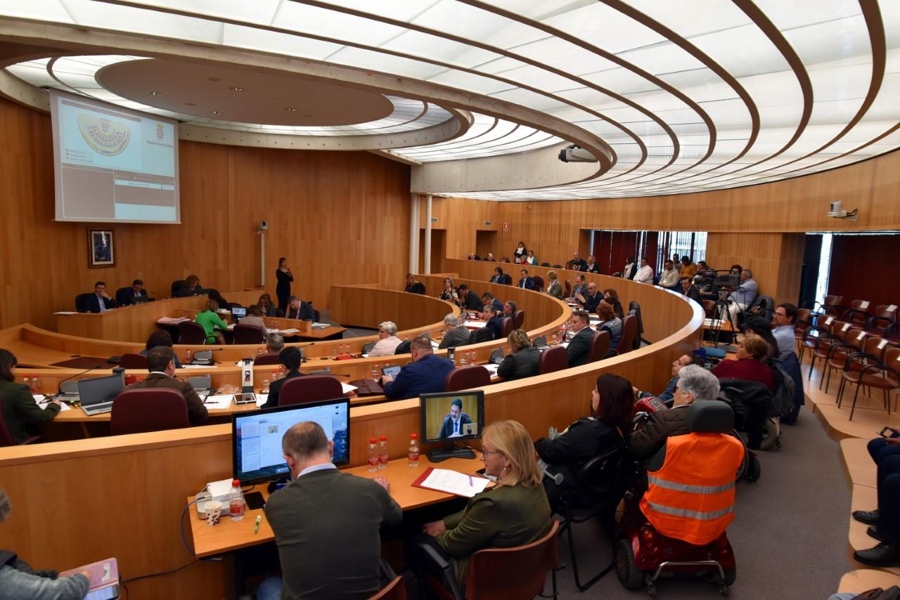 El pleno de la Diputación aprueba una inversión de 1,8 millones en caminos rurales que beneficia a 61 municipios