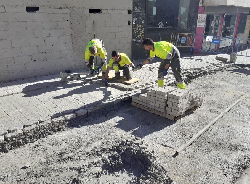 El pavimento de la Calle Mina de Sán Lázaro será reparado esta semana
