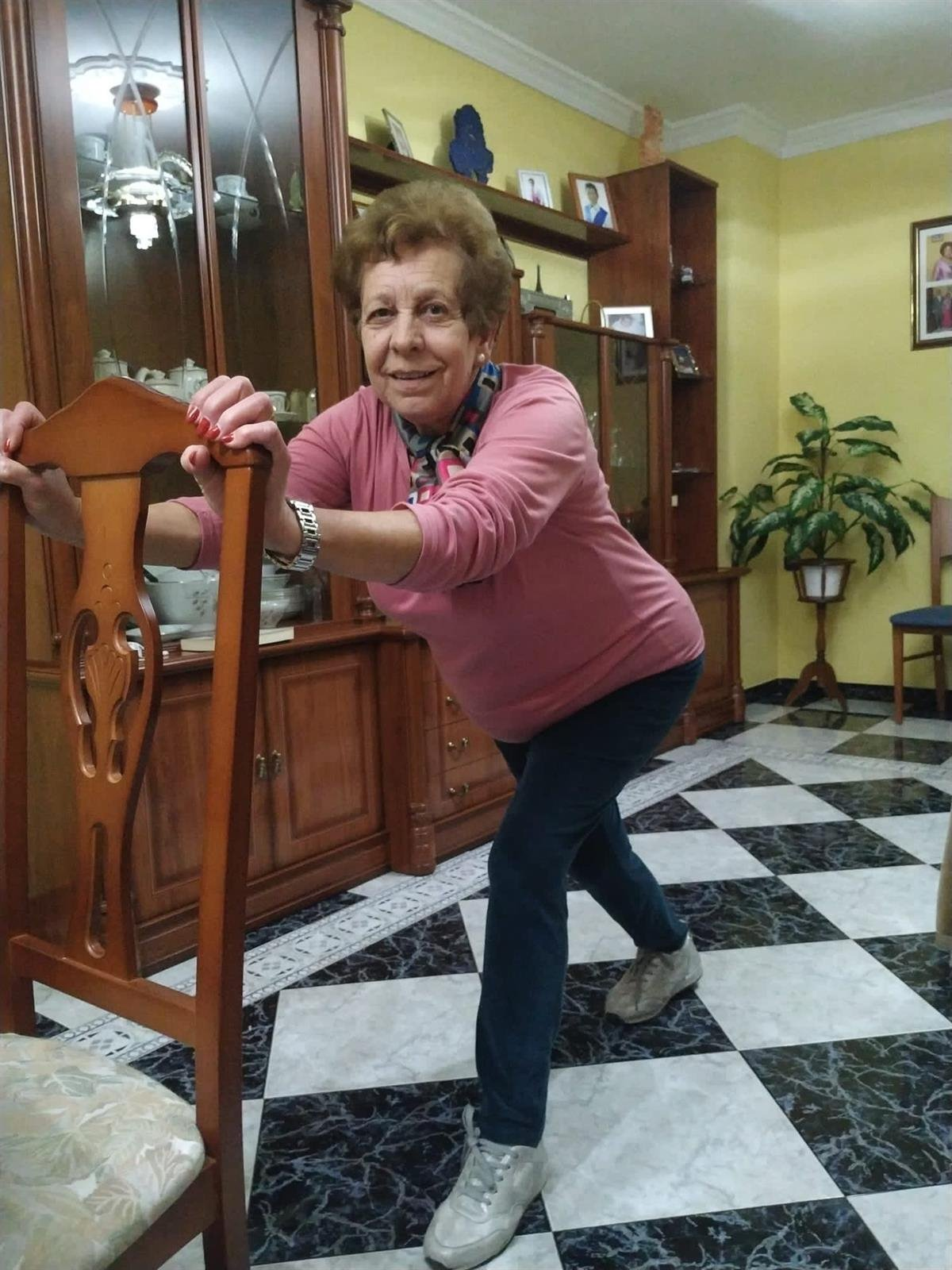 Lo ancianos de Otura pueden hacer ejercicio físico con clases desde «WhatsApp»