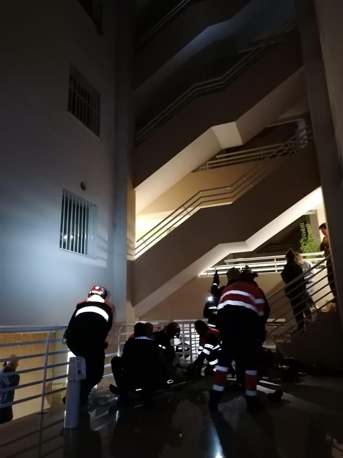 Herido un menor de 15 años tras caer de un séptimo piso a un patio interior por la rotura de una claraboya