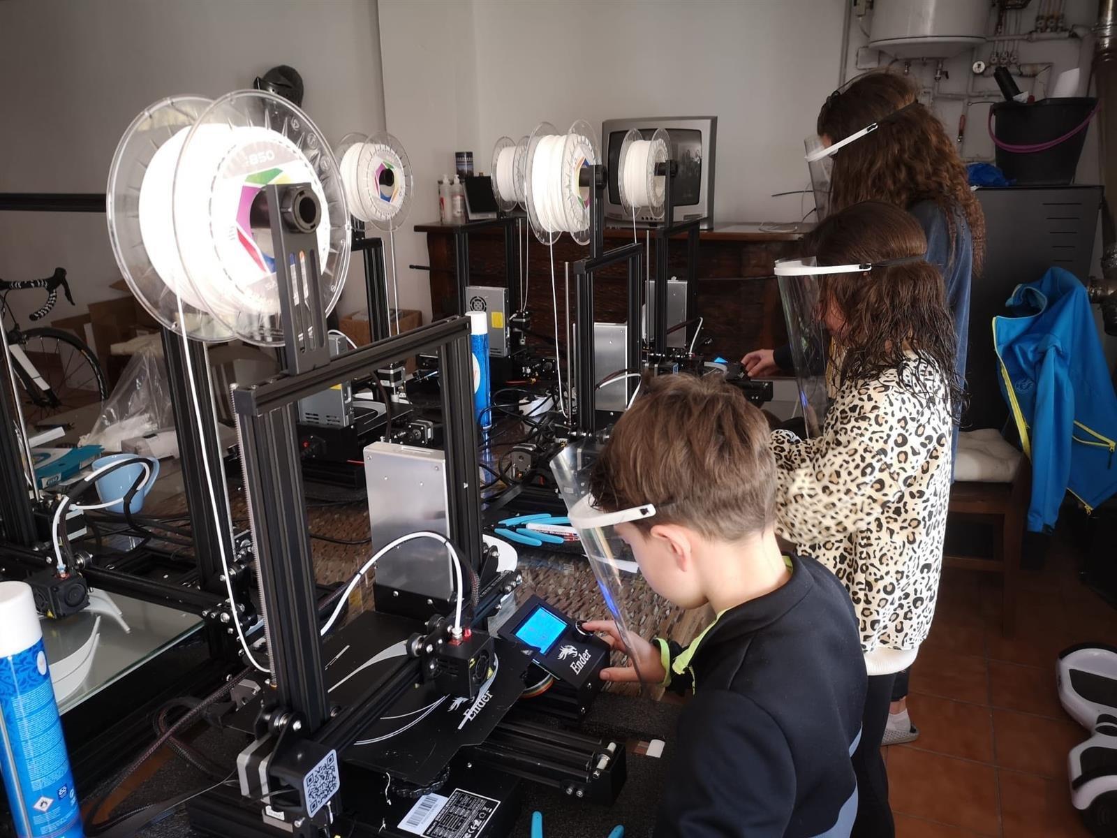 Un colegio de Huétor Tájar fabrica viseras con sus impresoras 3D para sanitarios
