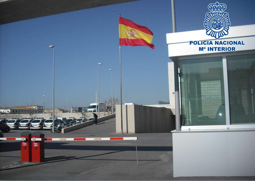 Abandonan a un familiar menor de edad en una comisaría haciéndolo pasar por inmigrante irregular