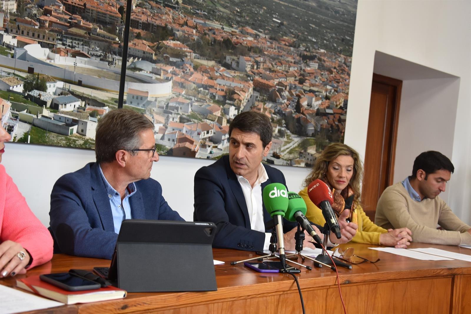 El Ayuntamiento de Baza decreta el cierre de instalaciones municipales y suspende el mercado