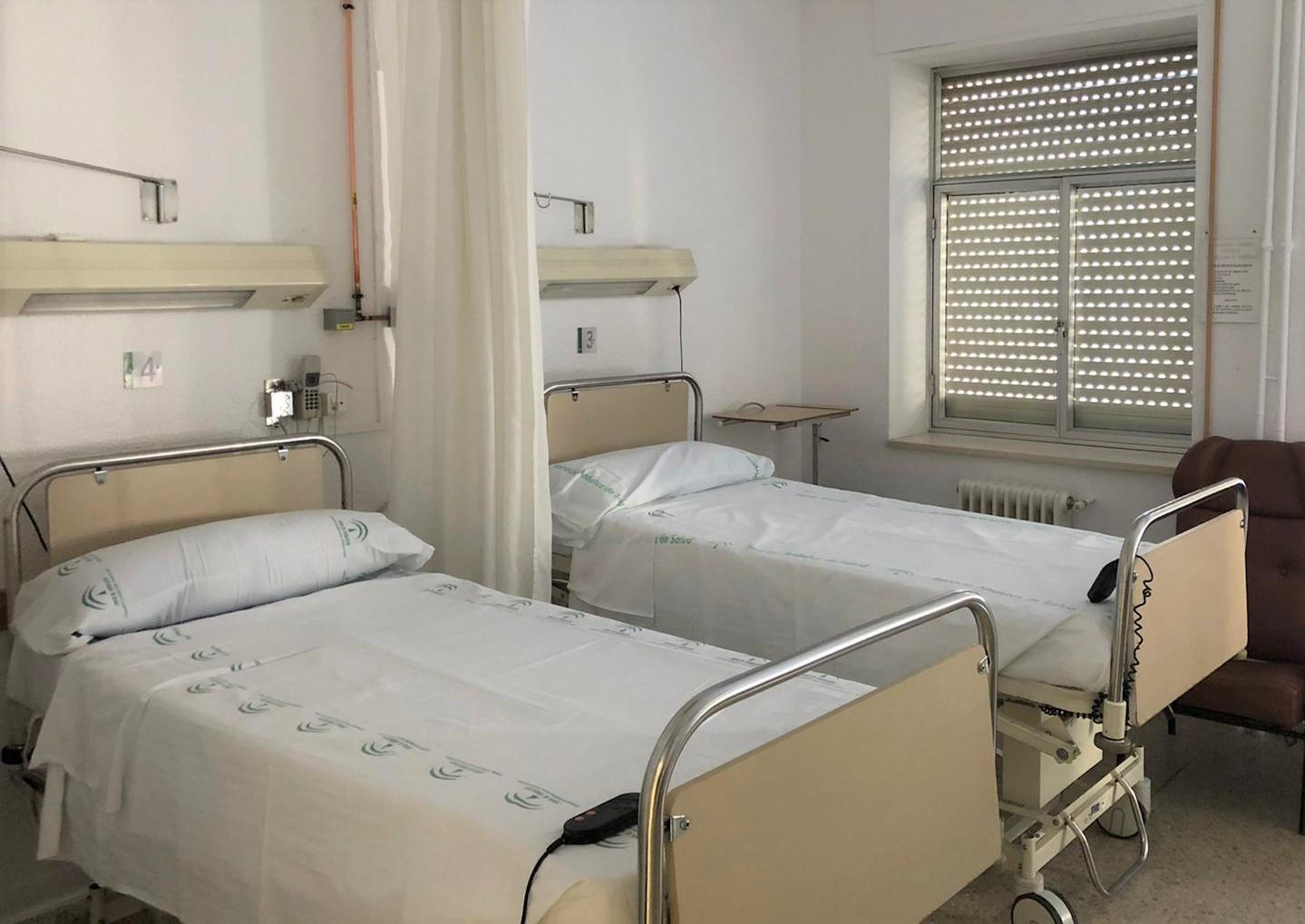 Comienzan los traslados de pacientes desde el PTS al antiguo Hospital Clínico