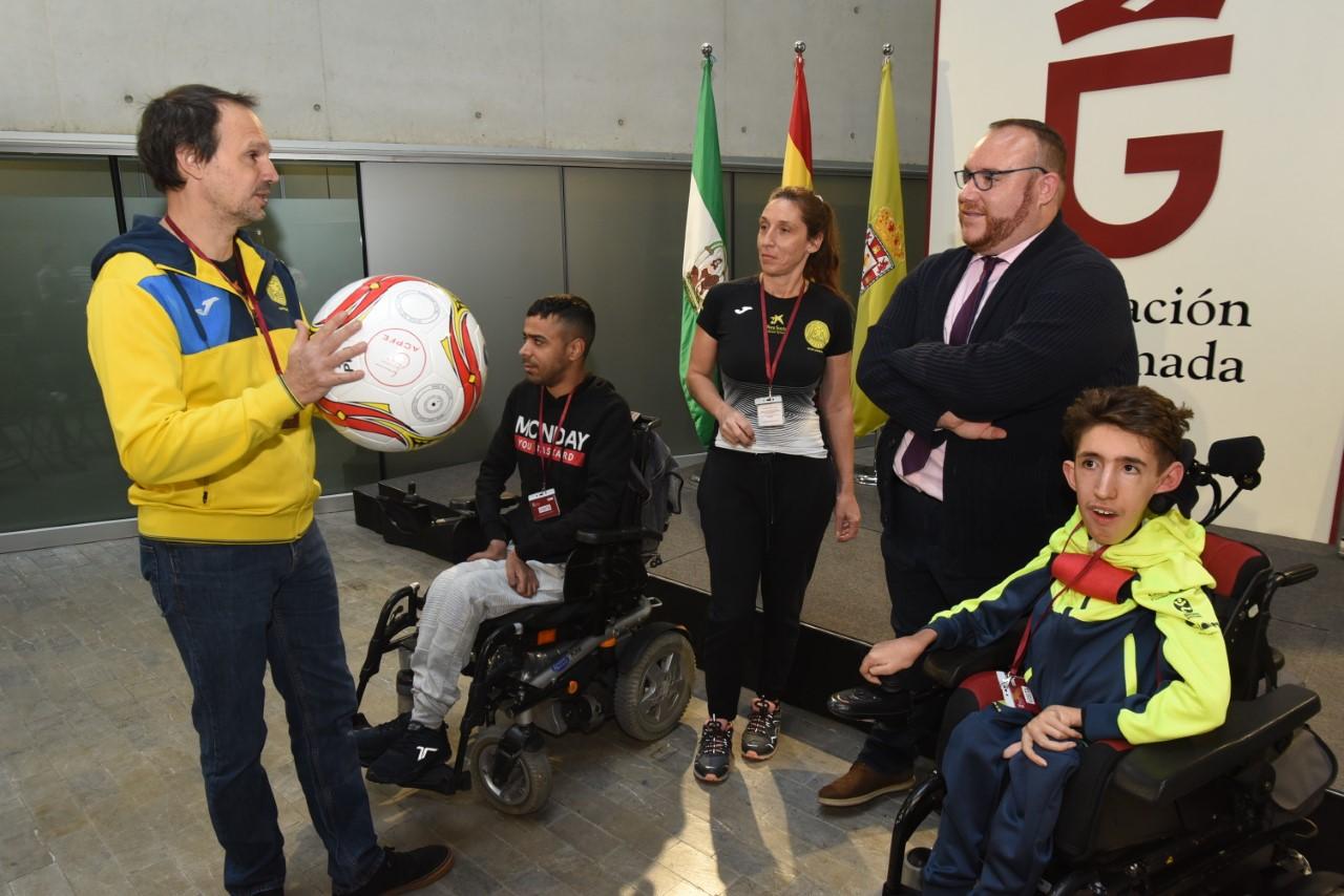 """Presentan""""Powerchair football""""un deporte adaptado a jóvenes con diversidad funcional"""
