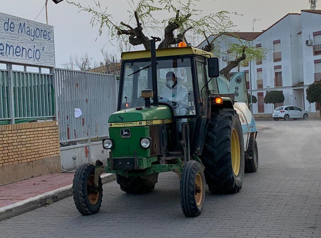 Agricultores y ganaderos se ofrecen para colaborar en la limpieza y desinfección pública