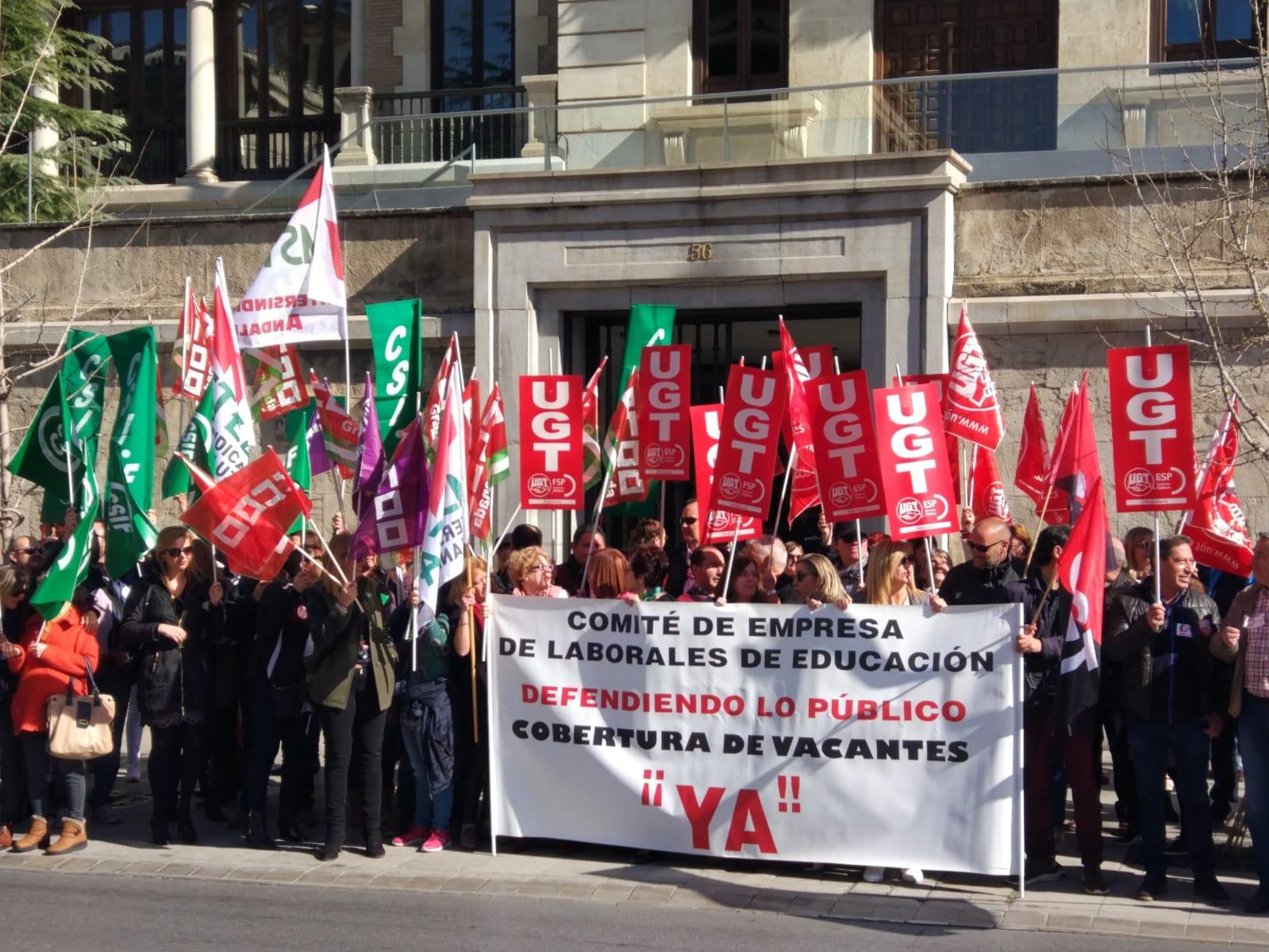 La comunidad educativa protesta por la falta de personal en los centros de Granada