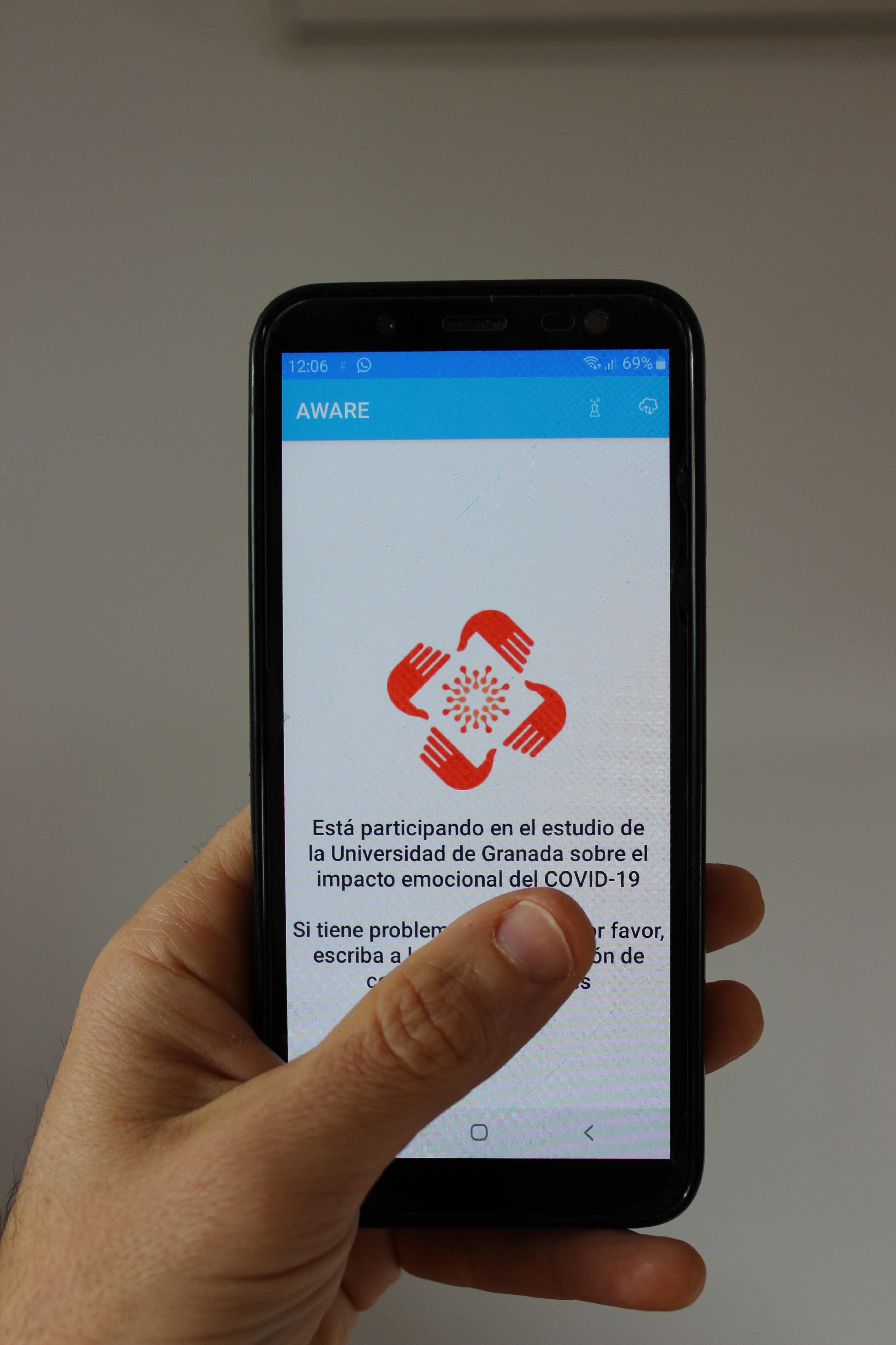Investigadores de la UGR lanzan una 'app' para medir el estado de ánimo de los españoles durante la crisis del COVID19