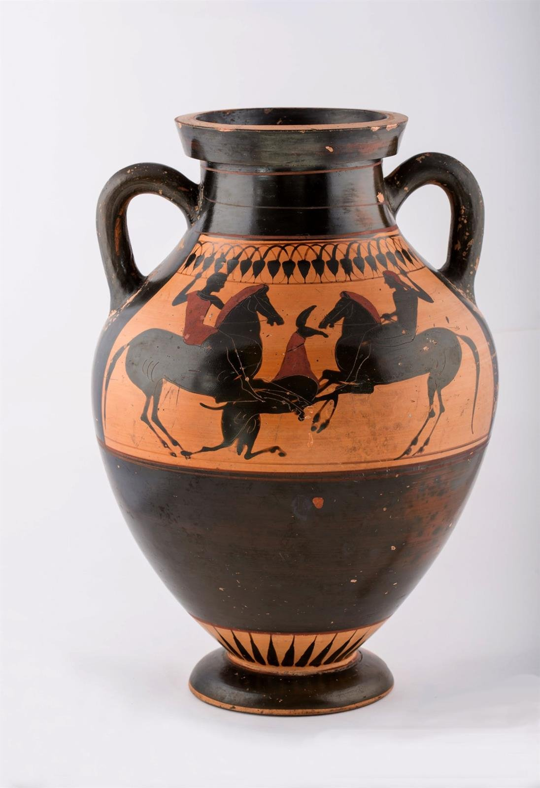 Una publicación difunde la colección de cerámica griega de la Fundación Rodríguez-Acosta