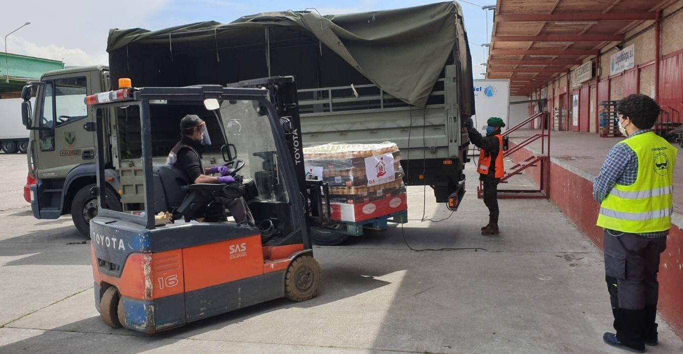 El Ejército traslada al Banco de Alimentos más de 2.000 kilos de suministros