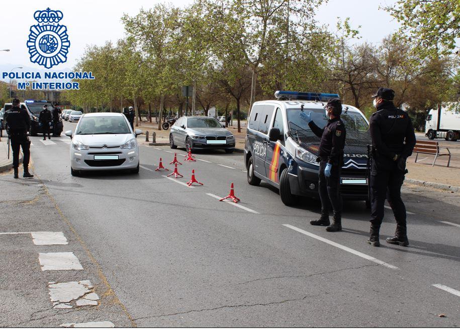 Dos detenidos en Motril por agredir a los agentes tras violar repetidamente el confinamiento