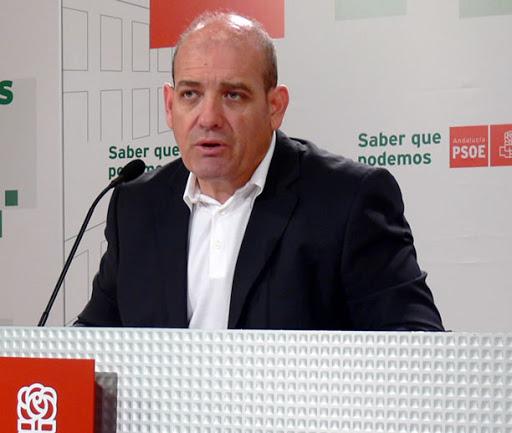"""El PSOE lleva al Parlamento el """"tijeretazo"""" de la Junta al transporte público en la provincia y pide a Fomento que lo """"restituya"""""""