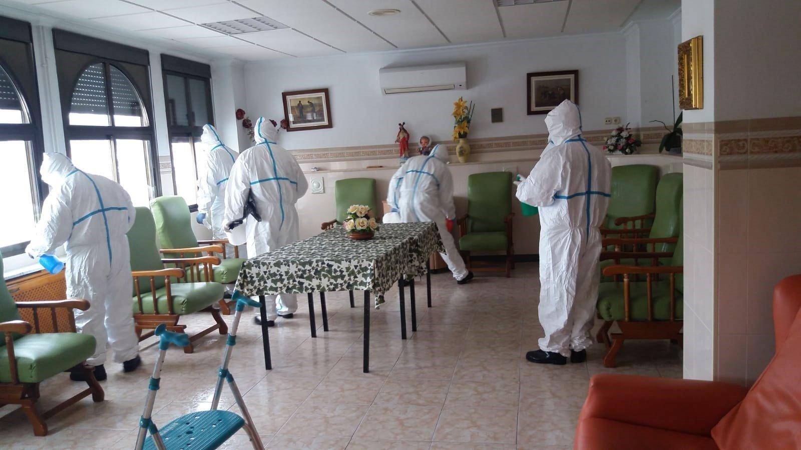 El Infoca inicia la desinfección de varios municipios de la provincia
