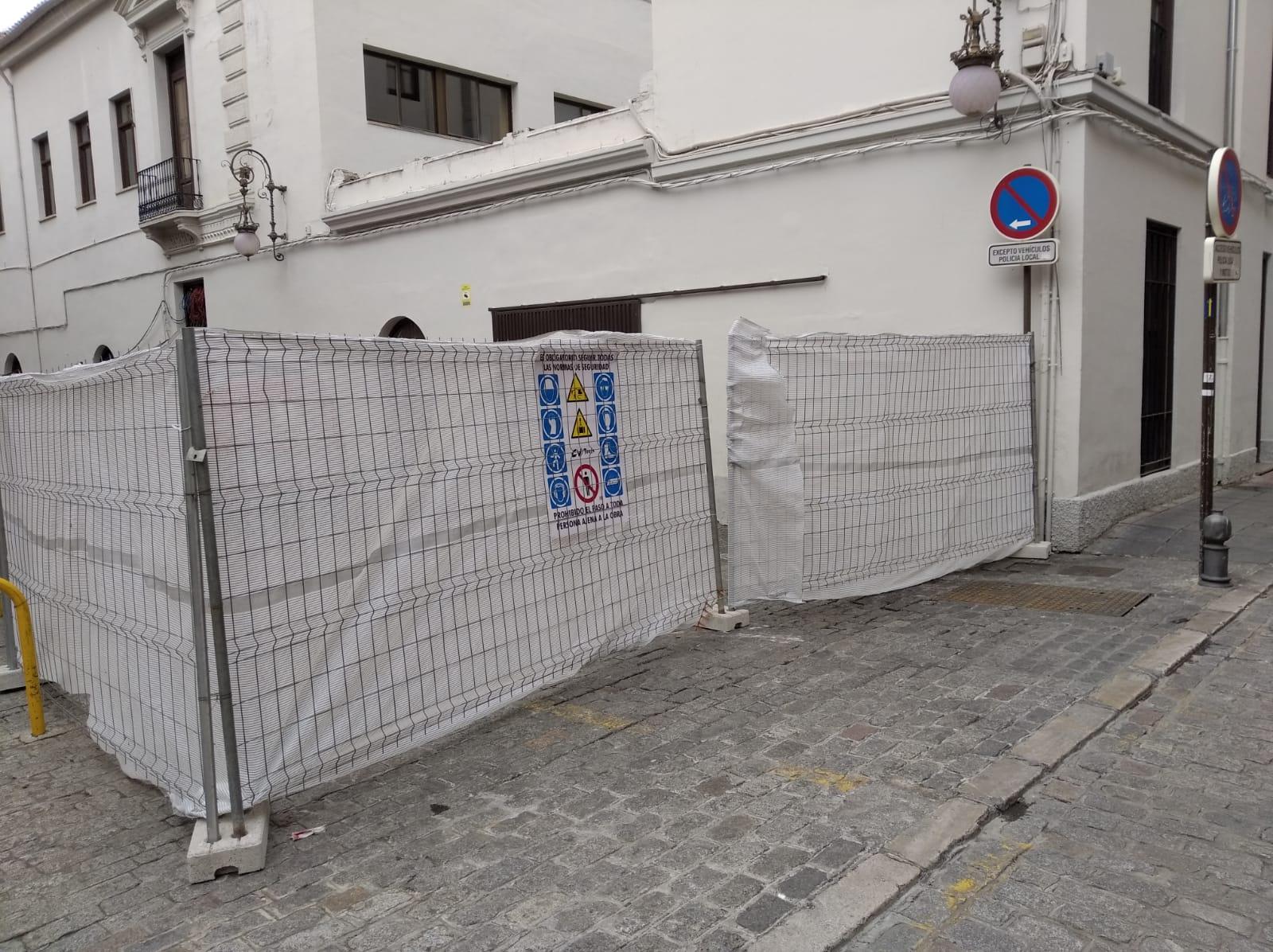 El Ayuntamiento instala un ascensor que permitirá acceder a la tercera planta