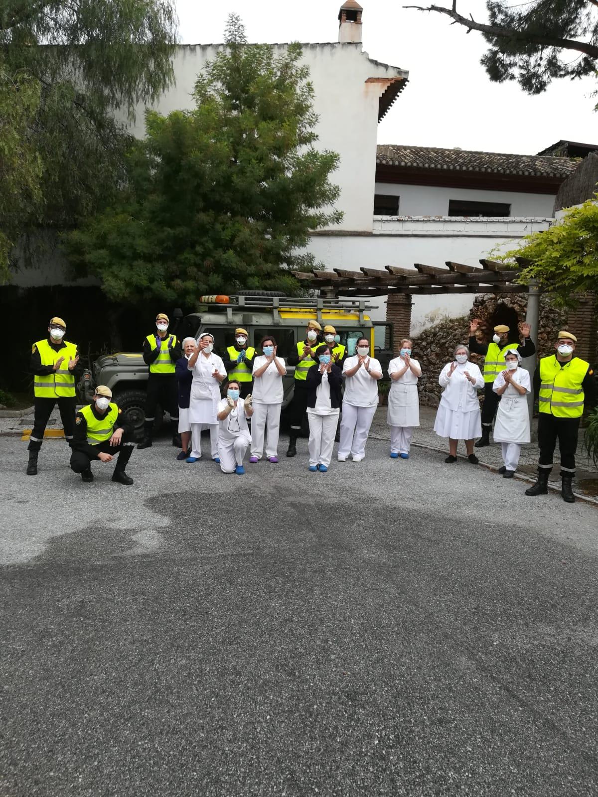 La UME desinfecta la residencia La Sagrada Familia de La Zubia