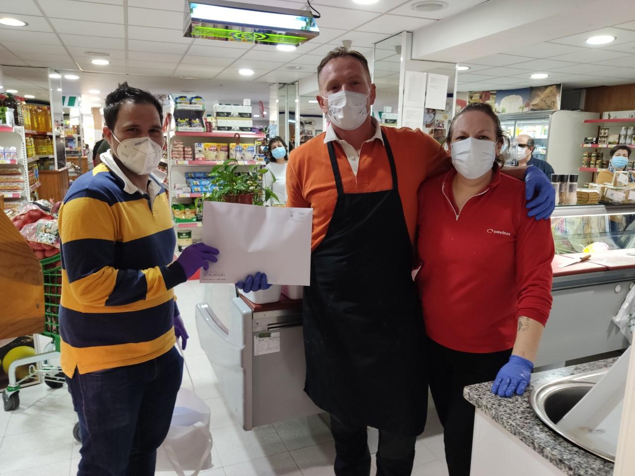 El Ayuntamiento reparte mascarillas a todas las empresas del municipio
