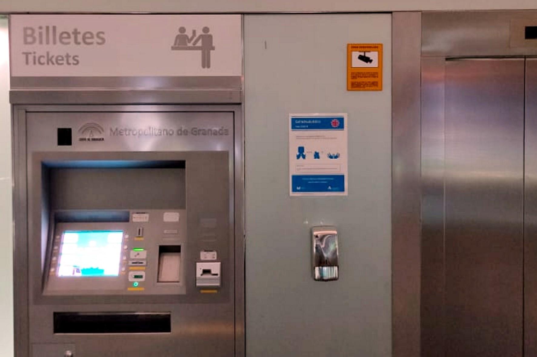 El Metro refuerza la señalización en estaciones y trenes para mejorar la seguridad de los viajeros