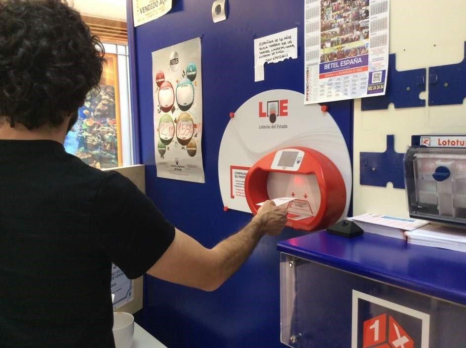 El primer premio de la Lotería deja 300.000 euros en Huétor Tájar