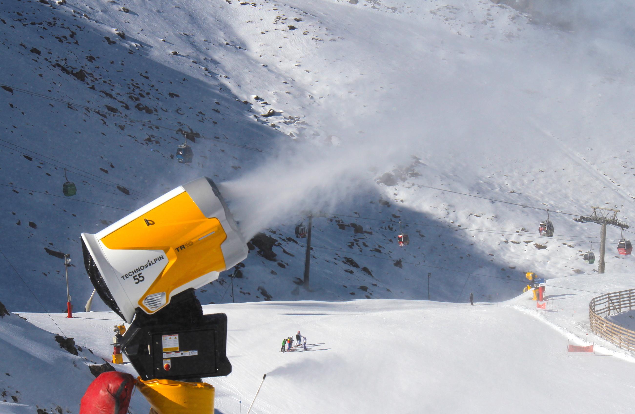 Empresarios de Sierra Nevada consideran «imposible» que la estación abra solo para granadinos y piden ayudas