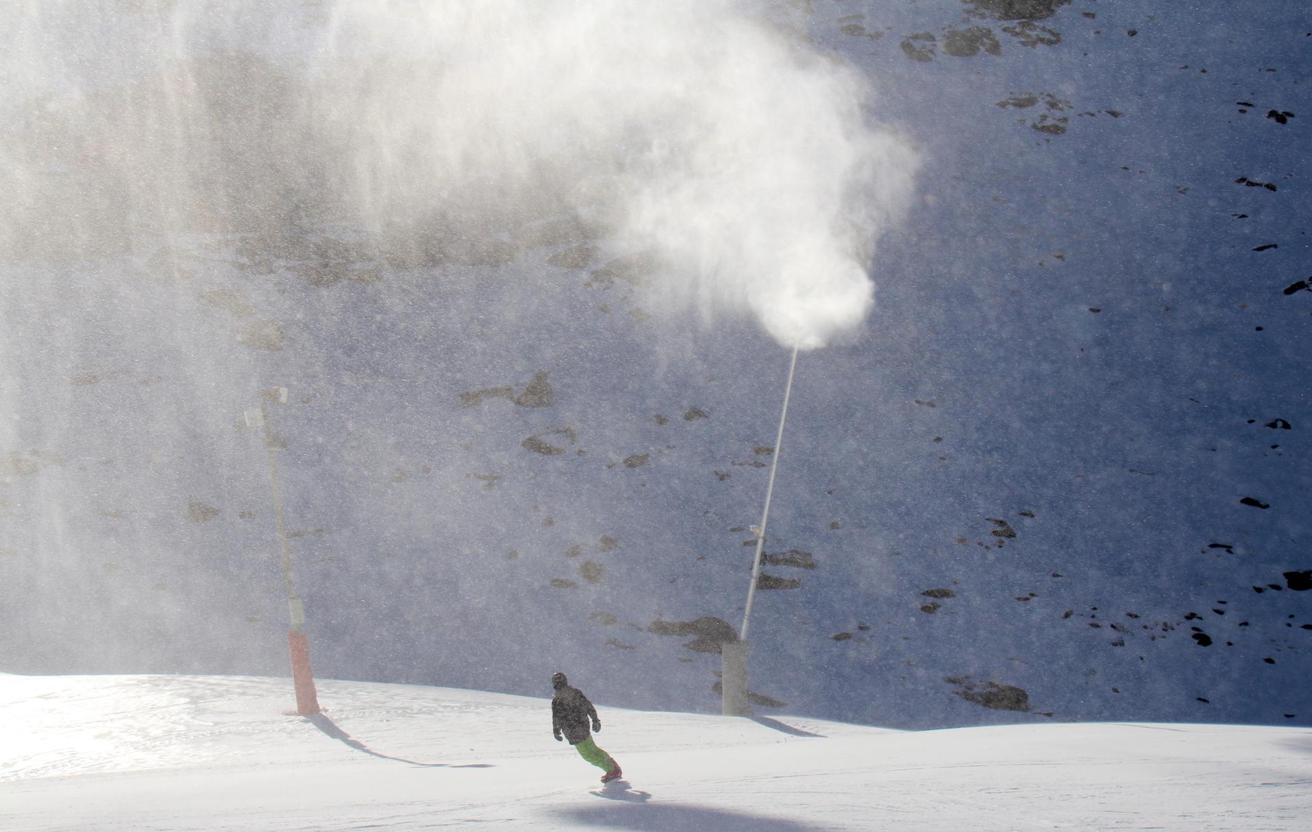 Sierra Nevada instala cien nuevos cañones de producción de nieve