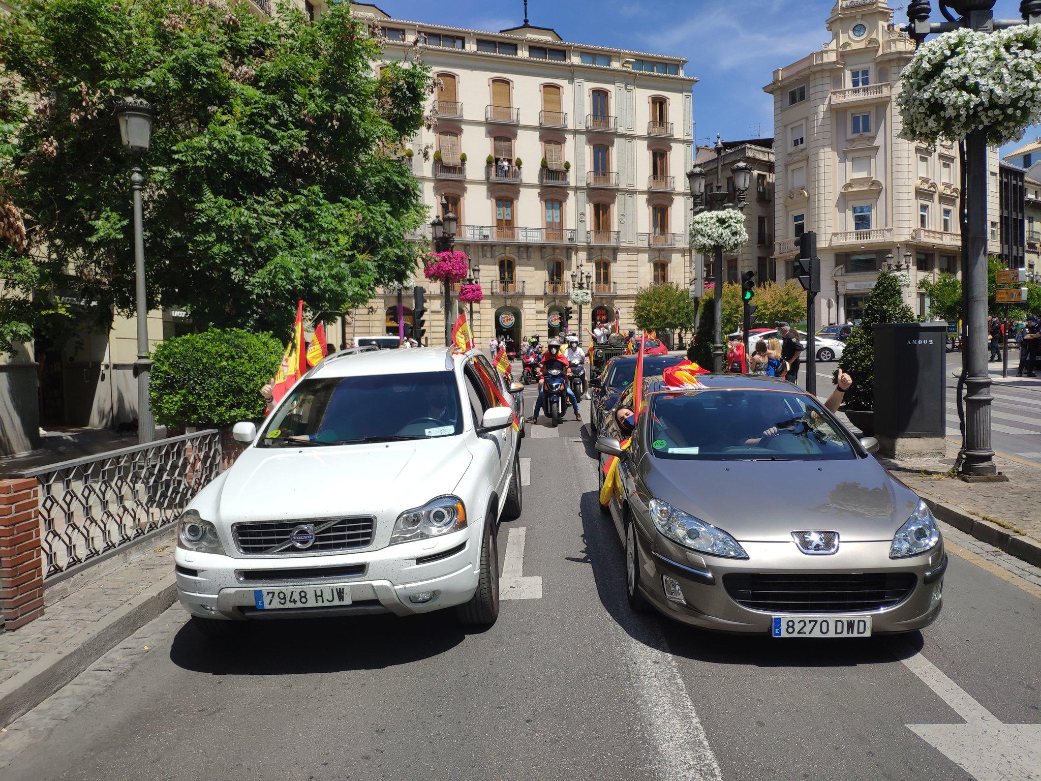 1.000 coches y 150 motos participan en la «Caravana de la Ilusión» de Vox en Granada