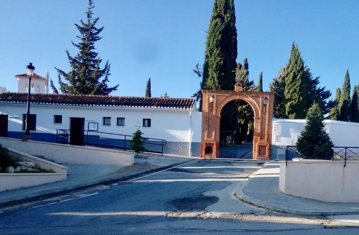 Guadix reabre este lunes su cementerio en horario de mañana